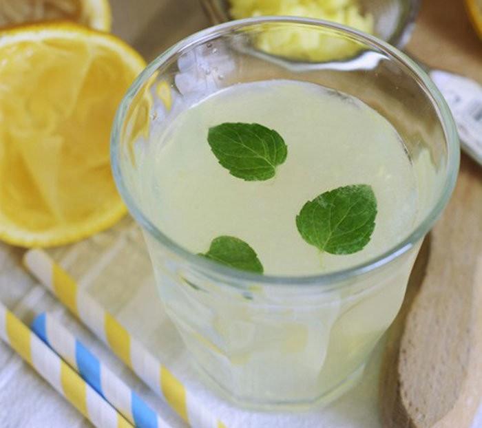 zencefilli limonlu detoks suyu